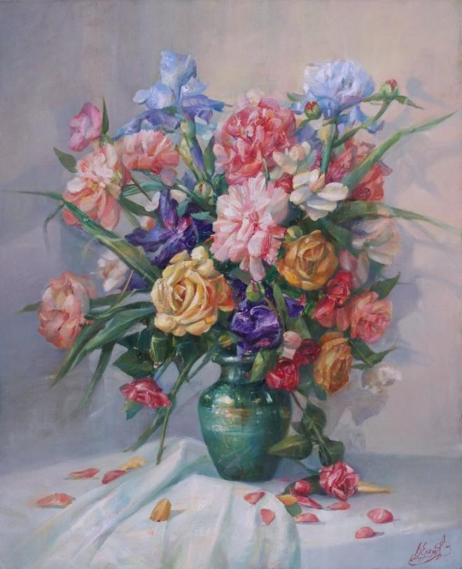 Цветы в зеленой вазе