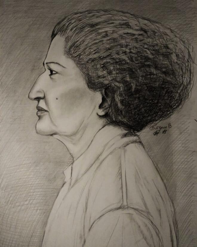 Портрет женщины карандашом.