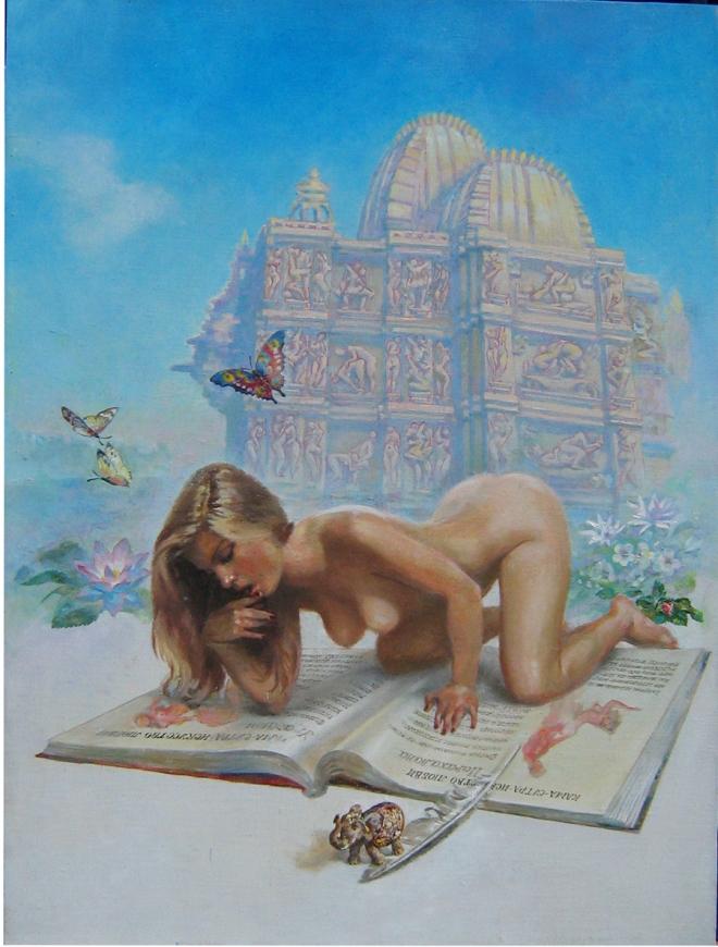 Девушка, читающая Камасутру на фоне храма Каджурахо
